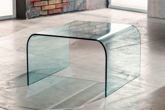 Il vetro curvato per il tavolino da salotto di Imago Factory Greta il ritratto