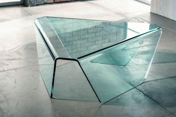 Il vetro curvato per il tavolino da salotto di Imago Factory Tribeca il ritratto