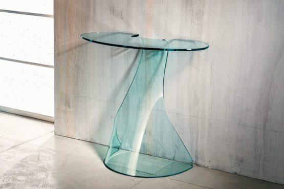 Il vetro curvato per la consolle di Imago Factory Ninfea: il ritratto