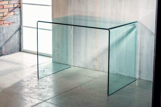 Il vetro curvato per la scrivania di Imago Factory Scriba: il ritratto
