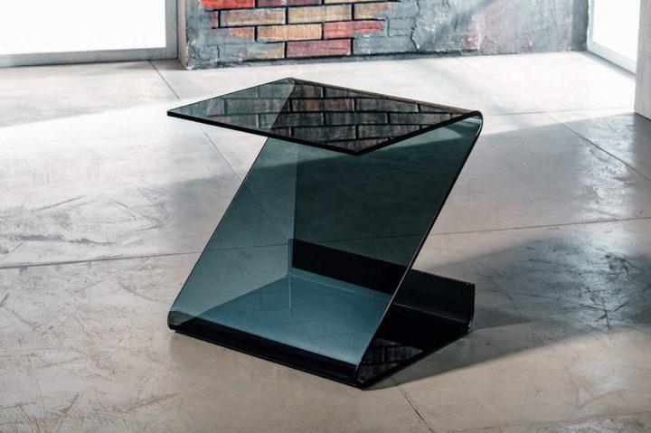 Il vetro curvato per il servetto da salotto di Imago Factory Roy: il ritratto