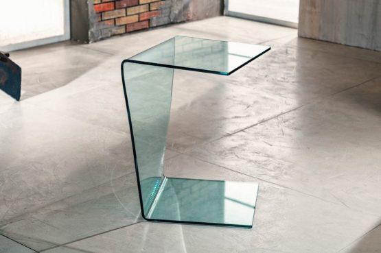 Il vetro curvato per il servetto da salotto di Imago Factory Atlas: il ritratto